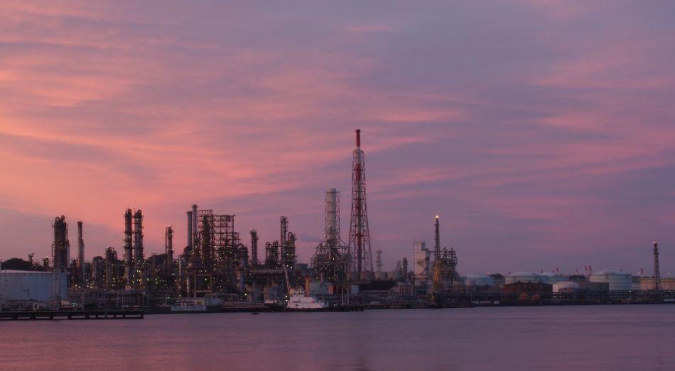 原油価格の下落が世界経済にあたえる影響